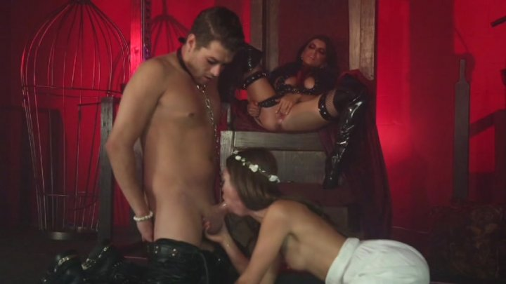 Scene with Xander Corvus, Riley Reid and Romi Rain - image 3 out of 20