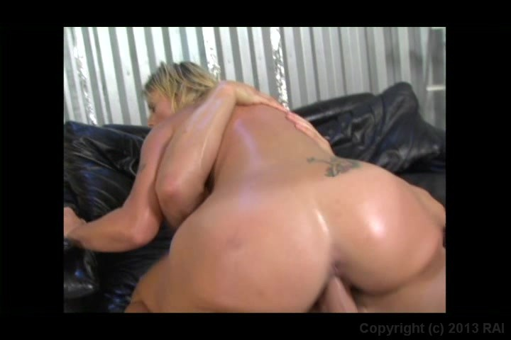 Screen image 72 out of 241 from 25 Sexiest Asses