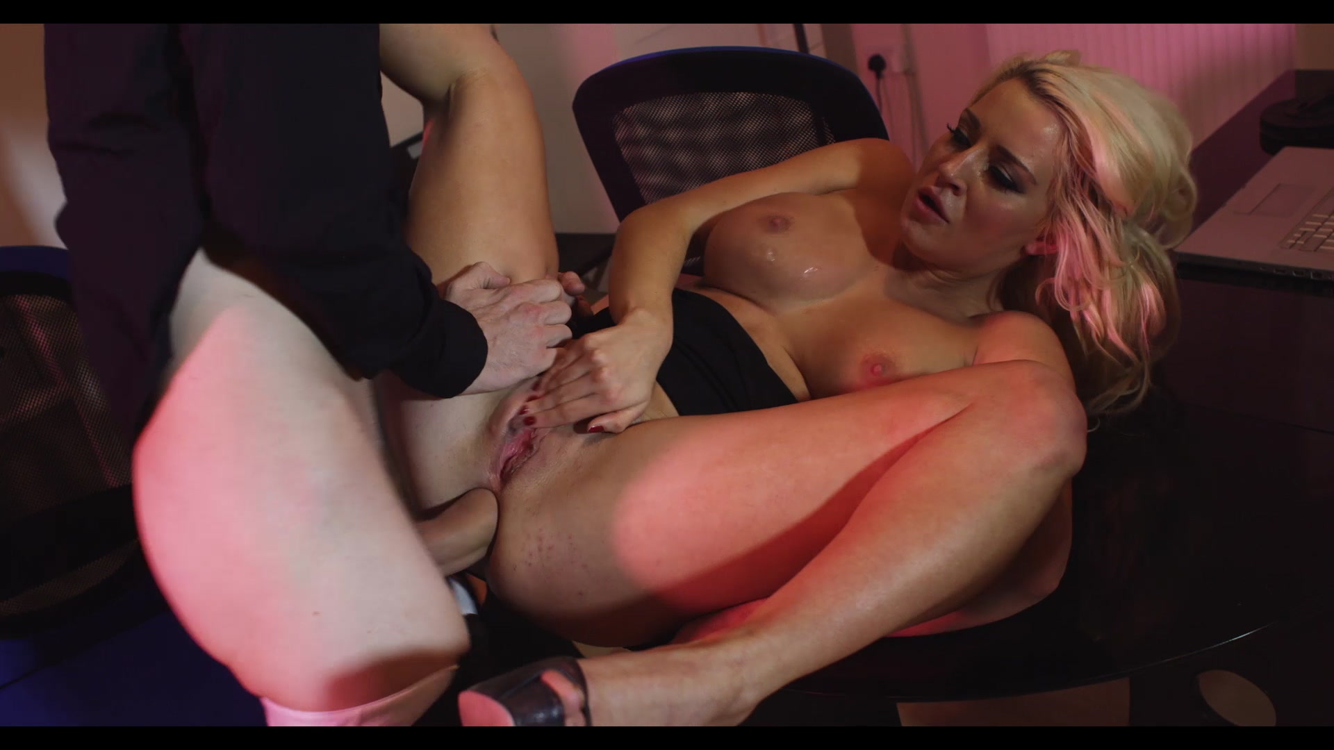 Scene with Sienna Day - image 11 out of 20