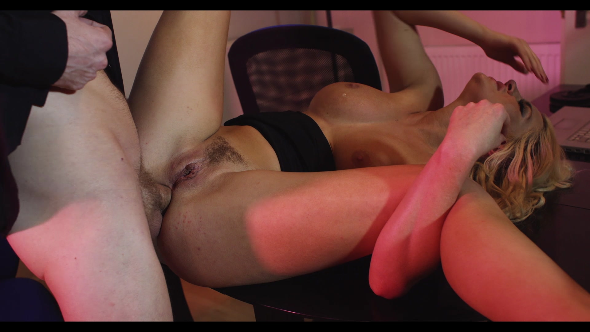 Scene with Sienna Day - image 12 out of 20