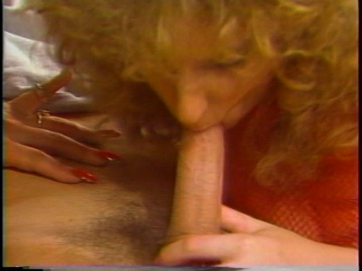 Masseve dildo insertion