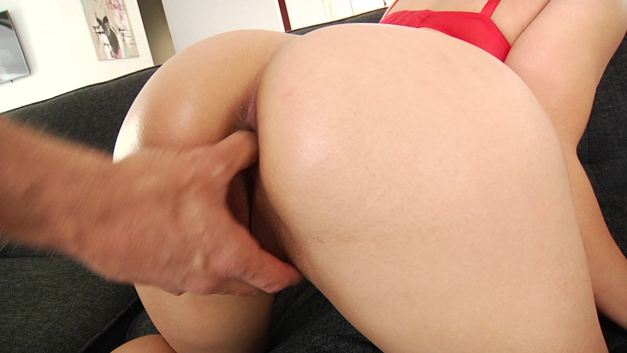 Scene with Mia Li - image 4 out of 20