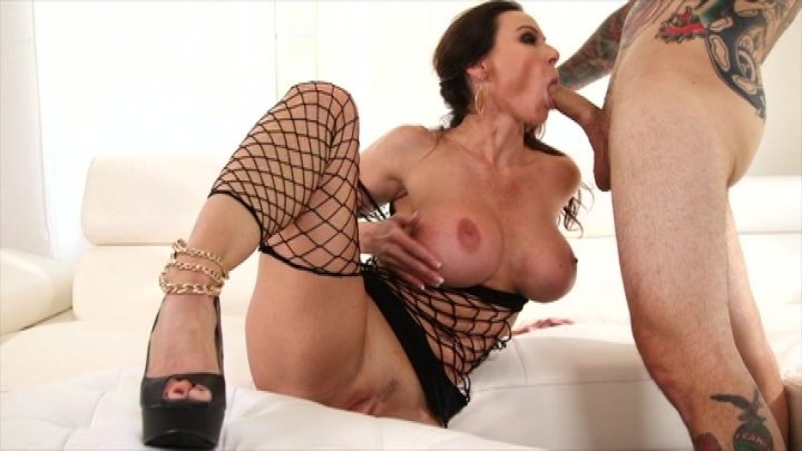 Kendra lust vs lisa ann