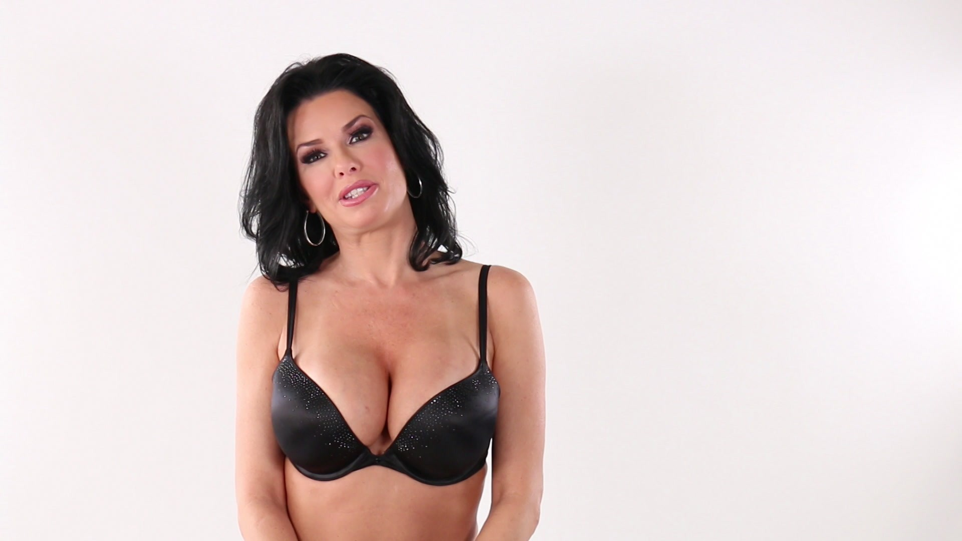 Scene with Veronica Avluv - image 1 out of 20