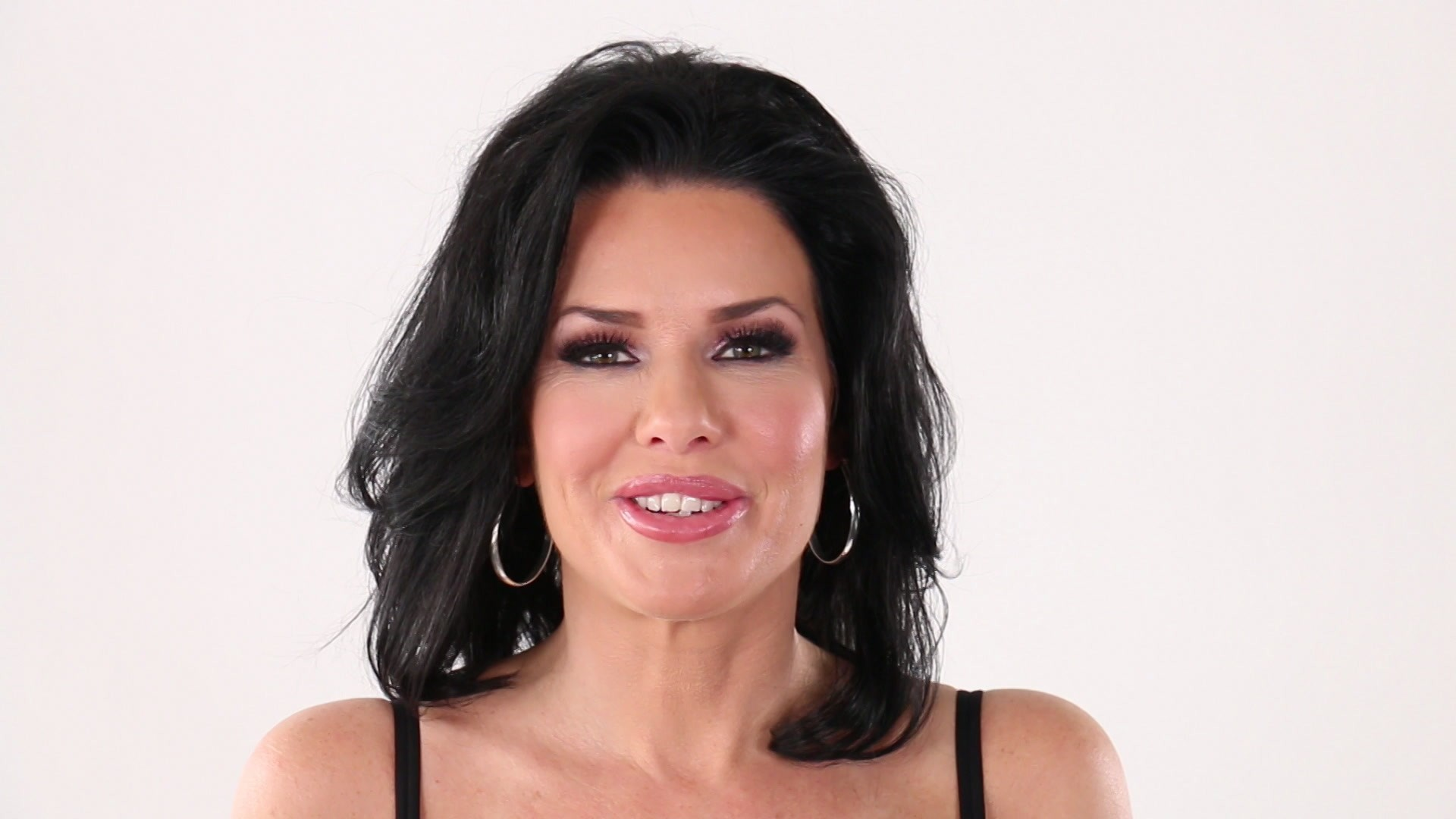 Scene with Veronica Avluv - image 3 out of 20