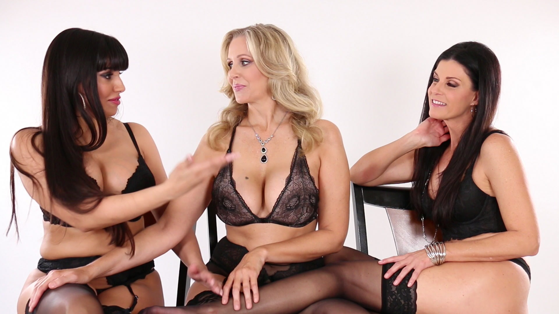 Scene with Julia Ann, India Summer and Mercedes Carrera - image 1 out of 20