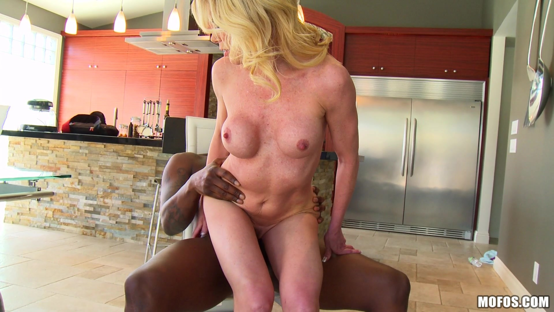 Mofos milfs like it black she wants more in the back doo