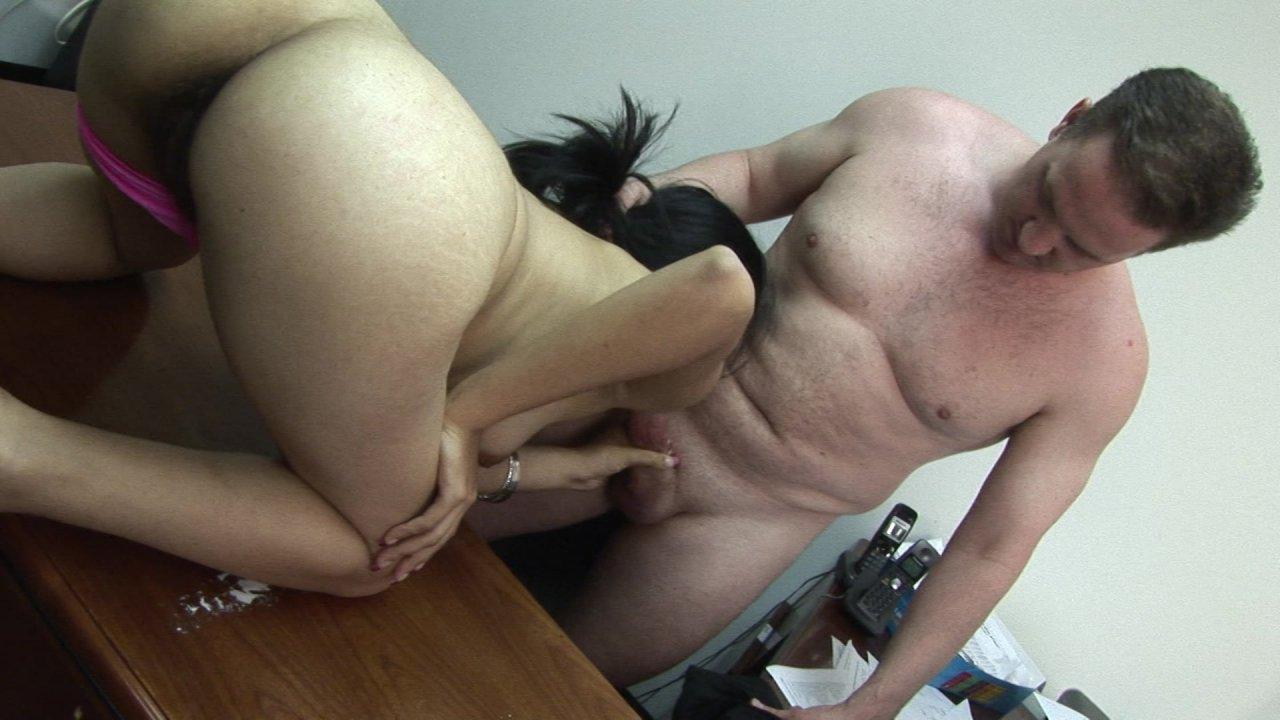 Teen suzy sparks emploi aux pieds nus