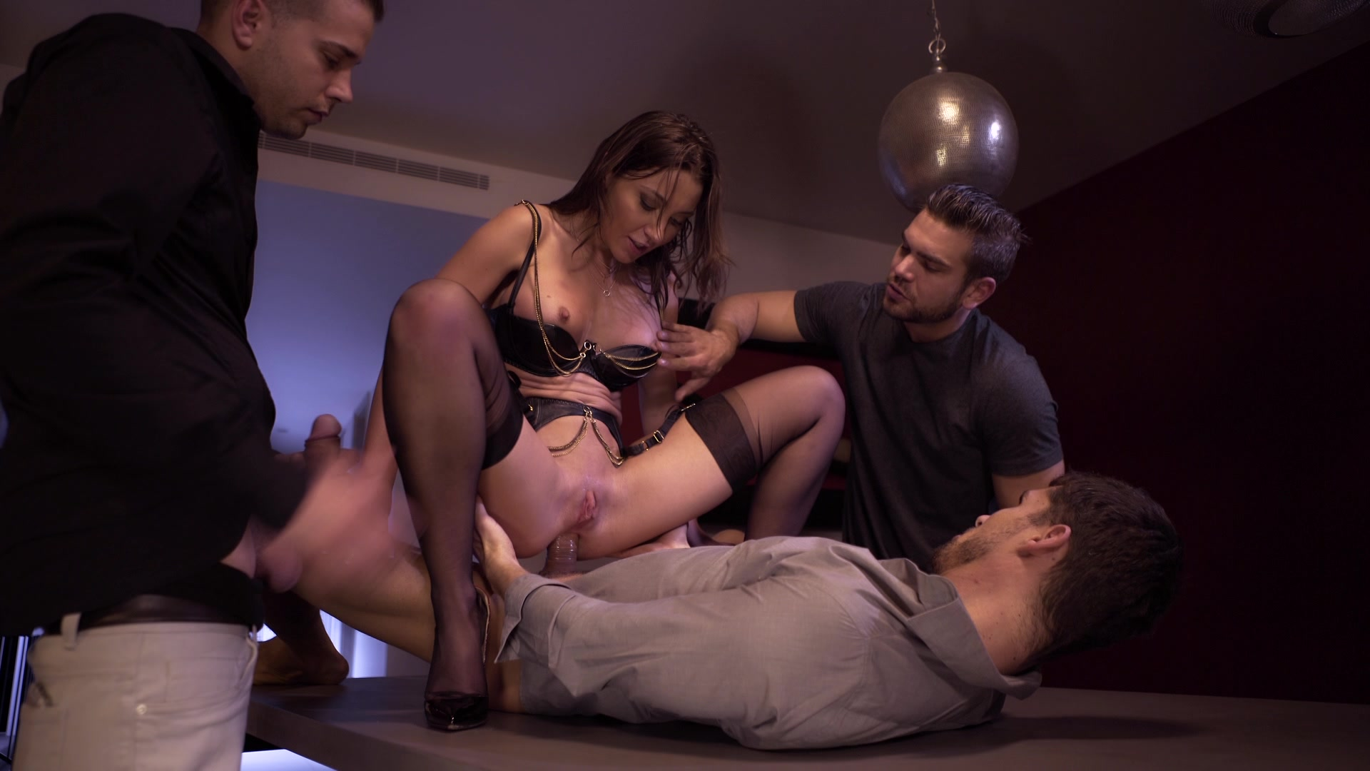 Scene with Julie Skyhigh - image 18 out of 20