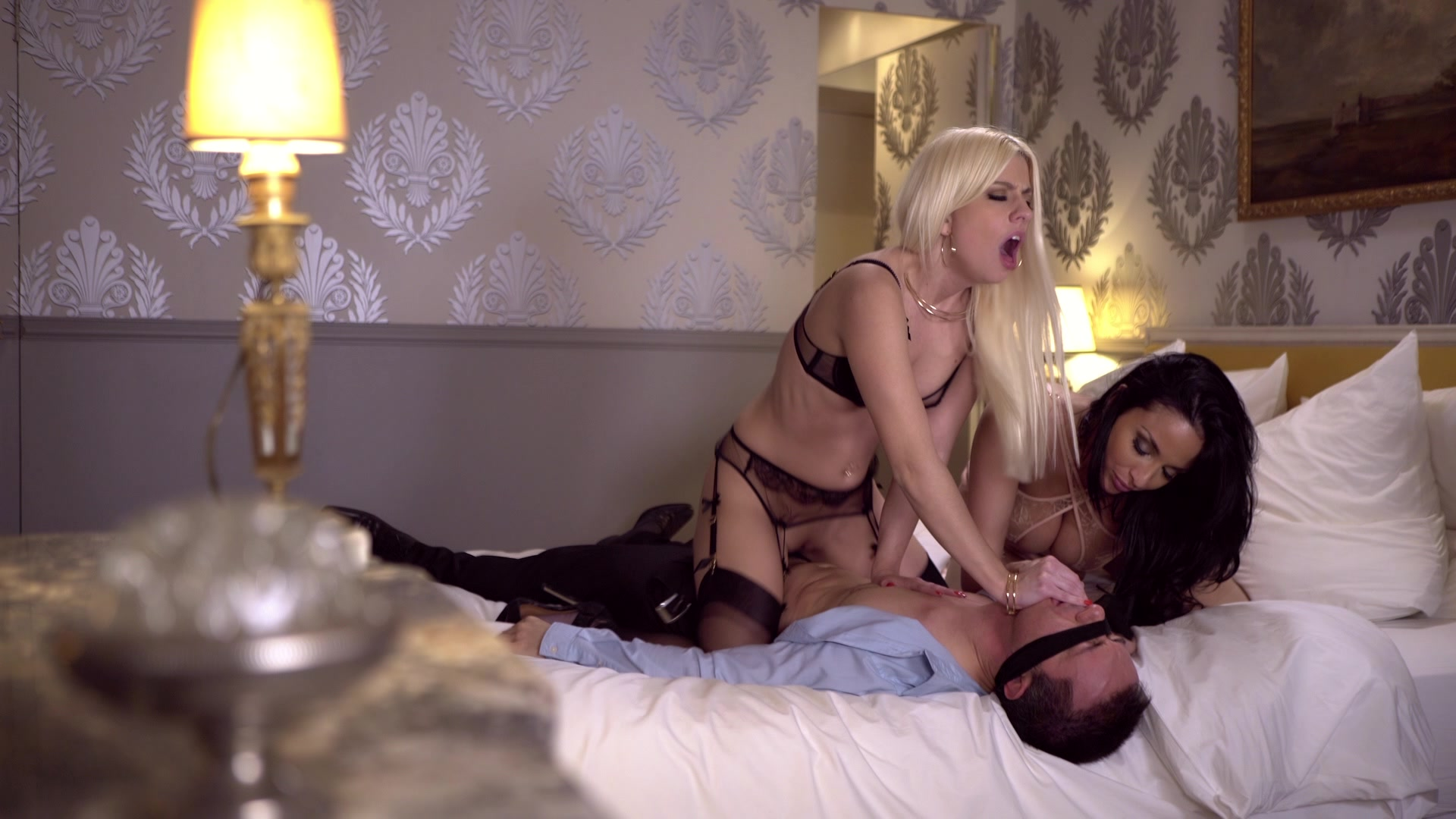 Scene with Jessie Volt and Anissa Kate - image 10 out of 20