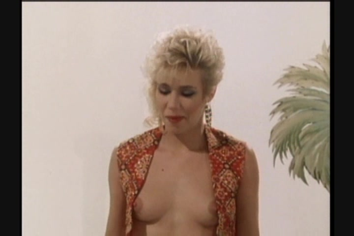 Screen image 8 out of 33 from 1001 Erotic Nights 2