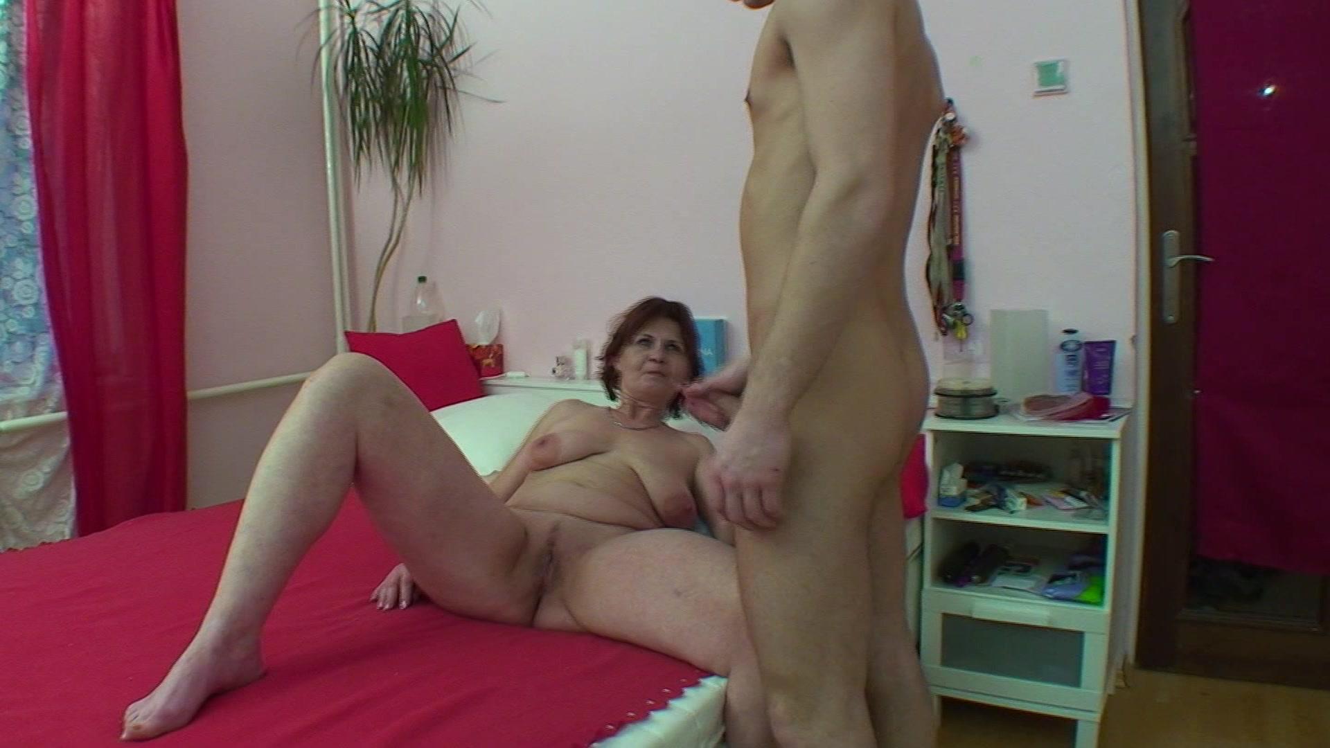 Порно Застукал Как Мать Дрочит