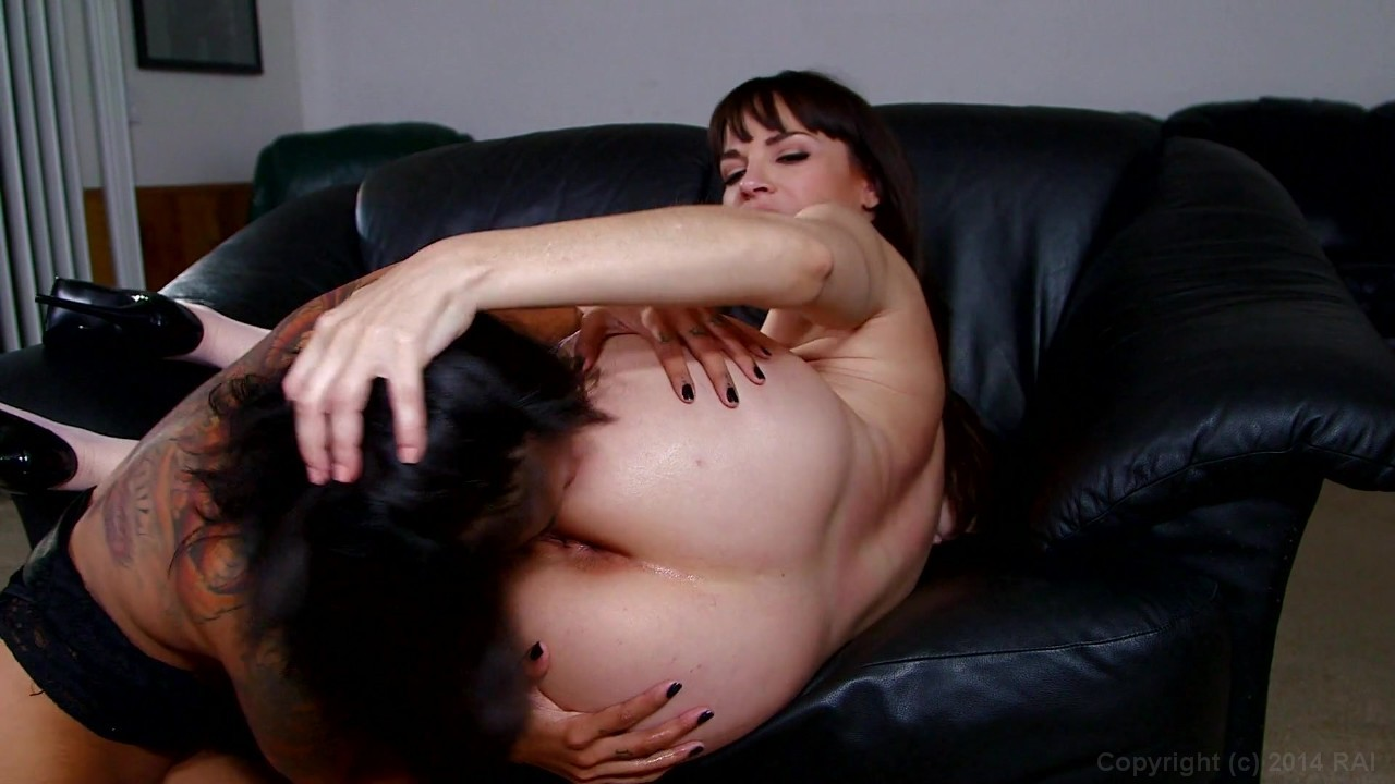 Kein Lesbians strap on on couch hot!