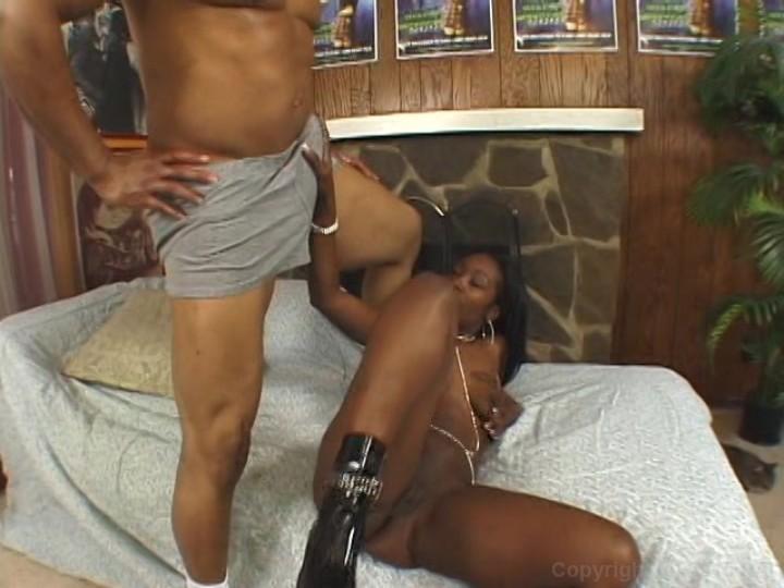 Woman three way fucking