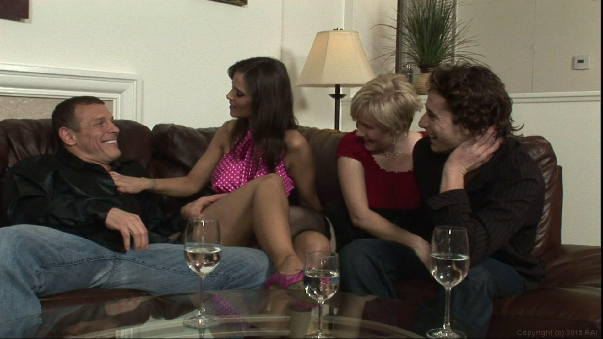 Полный фильм про свингеров, жена умоляет об анальном сексе видео порно
