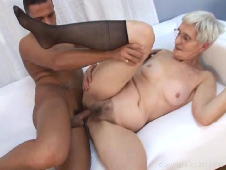 Free nice nude older women pussy