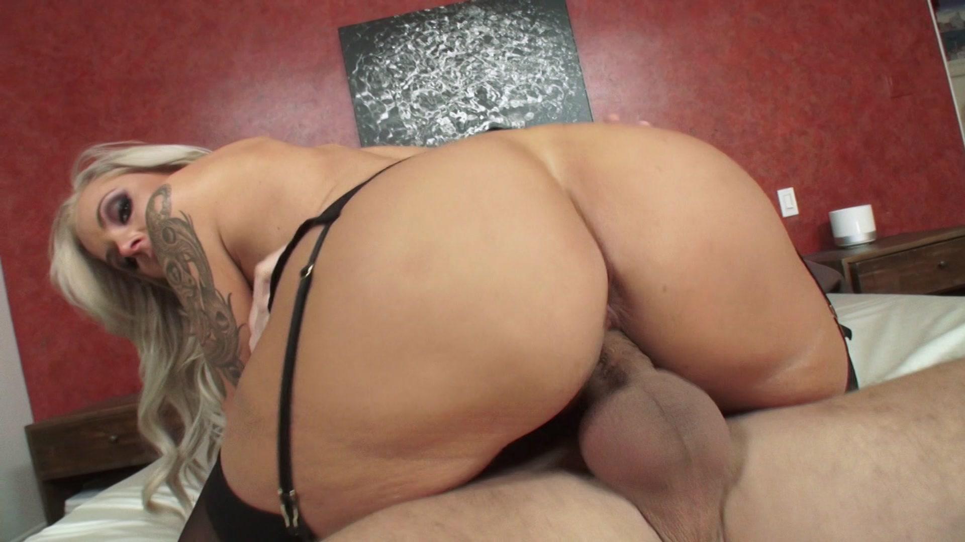 Big dildo pussy ass fistying