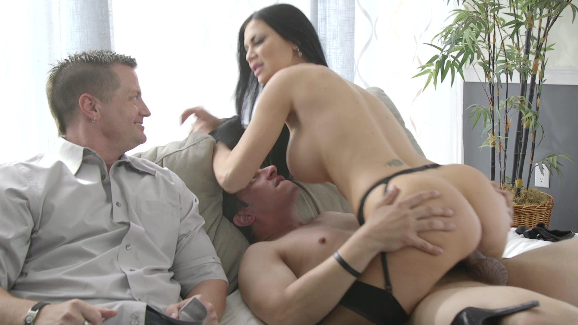 Свою анальную видео секс жена застукала мужа с секретаршей над