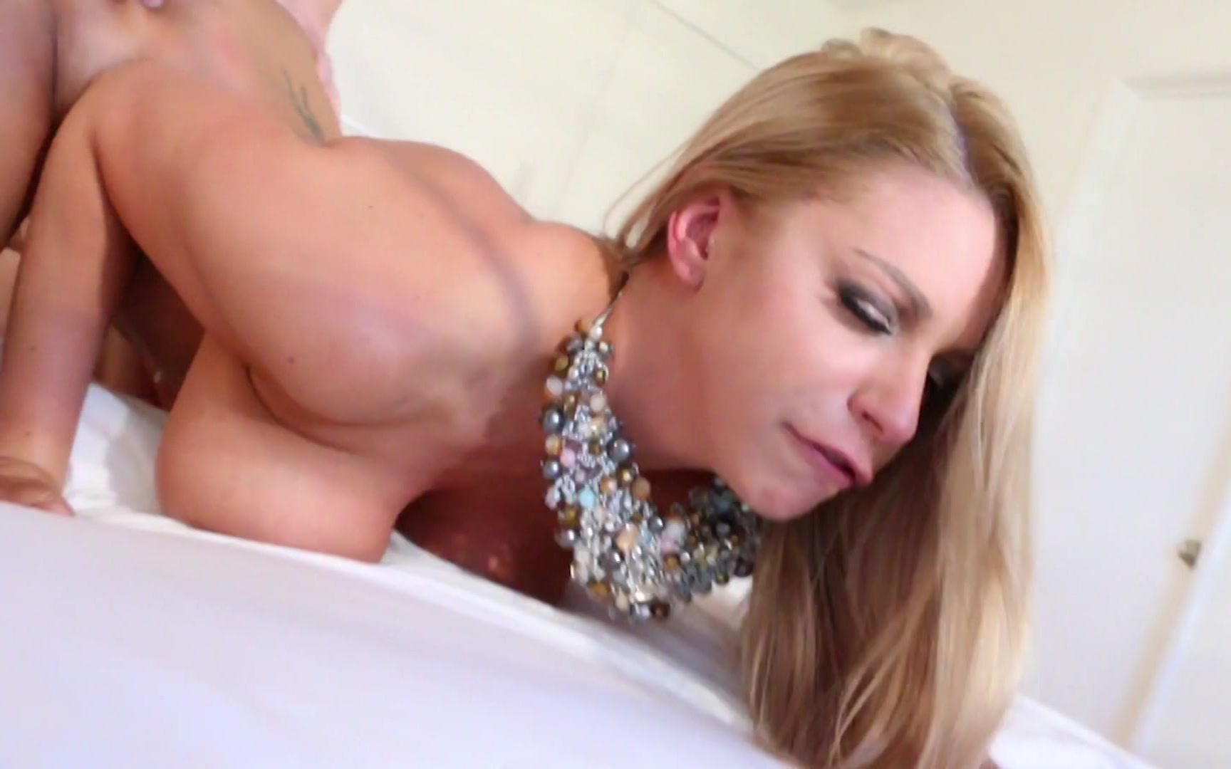 Busty vidio preview