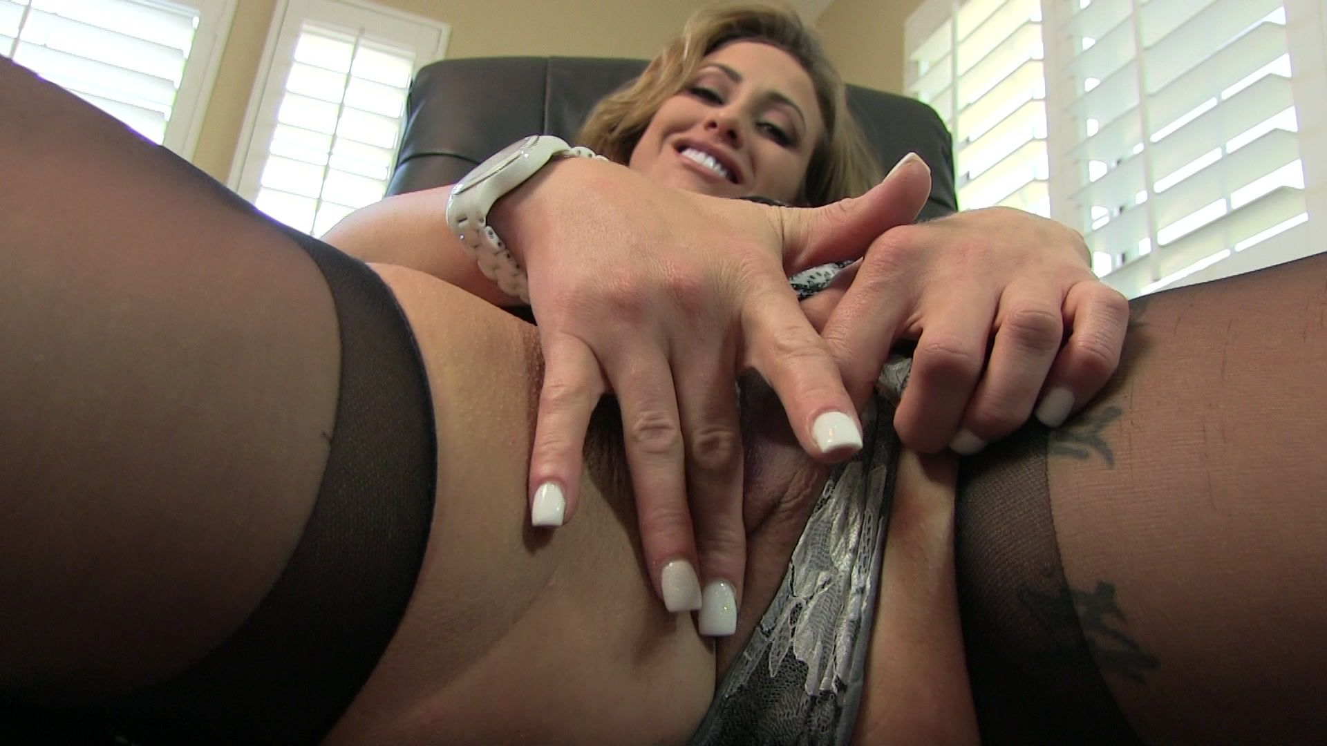 Bigbooty milf sucks cock and gets banged