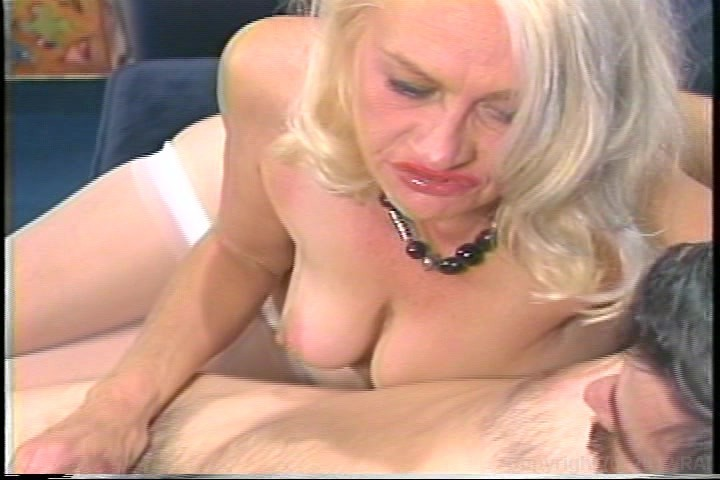 Free nude female squirt video