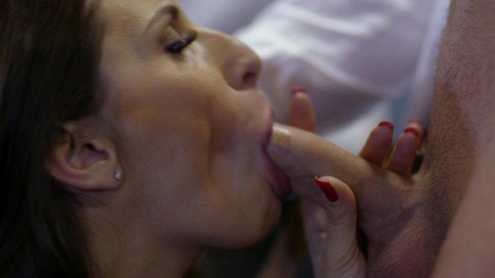 Streaming porn video still #1 from Mi Madre Los Prefiere Jovencitos