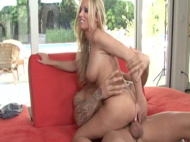 Streaming porn video still #17 from Cum On Blondie