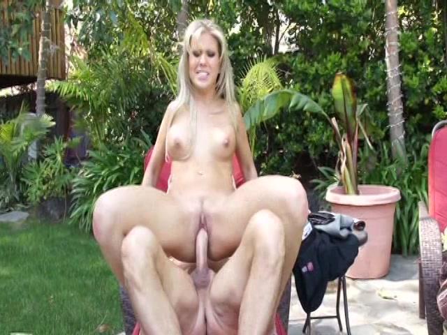 Streaming porn video still #18 from Cum On Blondie