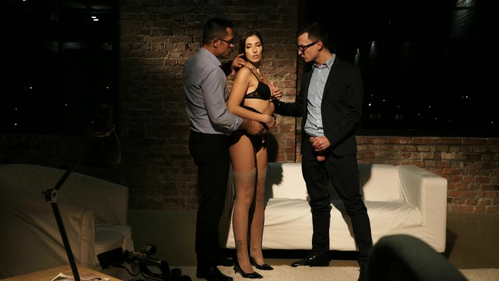 Streaming porn video still #1 from Educando a Clea