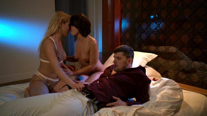 Streaming porn video still #1 from Una noche en Paris