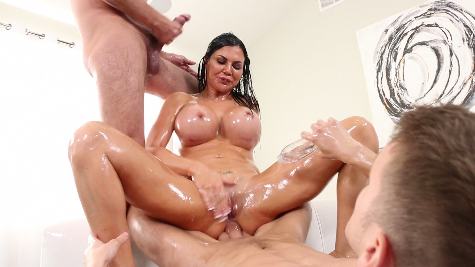 Oiled Milf Britney Amber In High Heels Is Fucked In Ass By Xxx Sex Bf