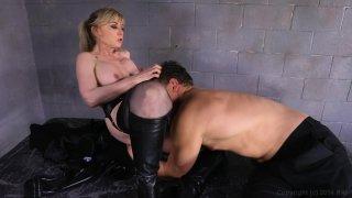 Streaming porn video still #4 from Austin Powers XXX: A Porn Parody