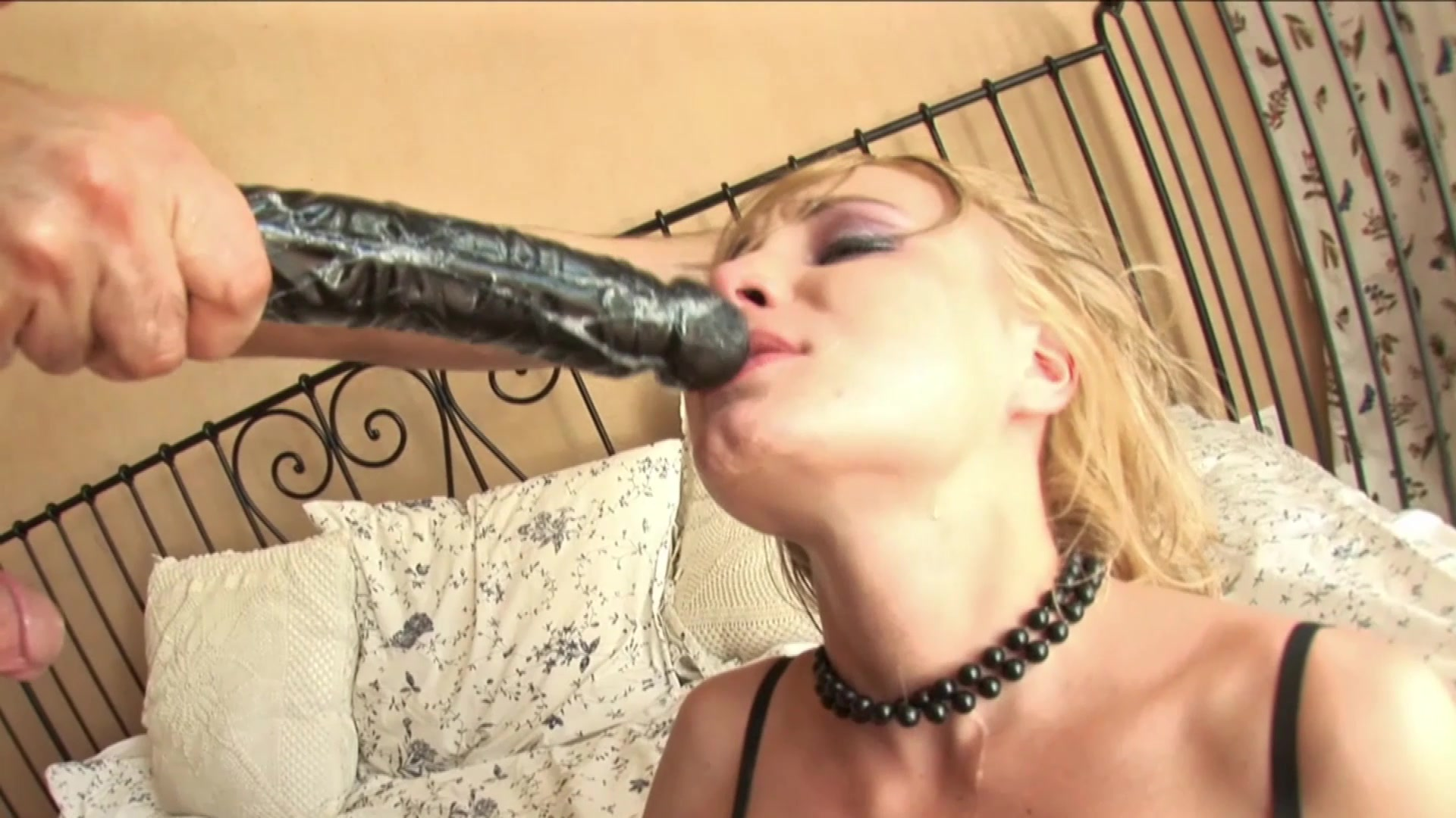 Dildo deepthroat solo free porn galery