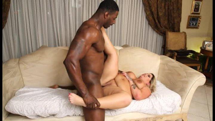 Ebony Hoe Likes Anal Shoving From Hung BF