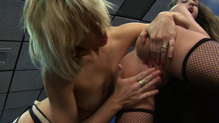 femalefaketaxi-horny-lesbians-eat-wet-pussy