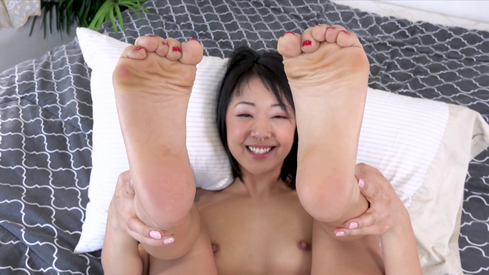 Nari park fingers her tight pussy 2
