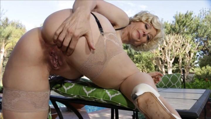 Ameteur butt fucked