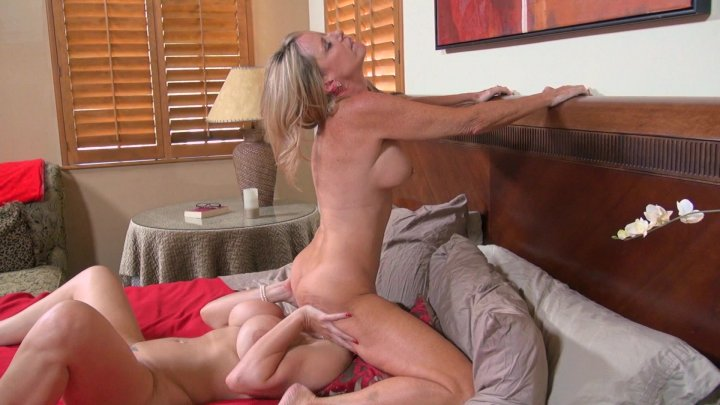 Streaming porn video still #6 from Jodi Loves Women