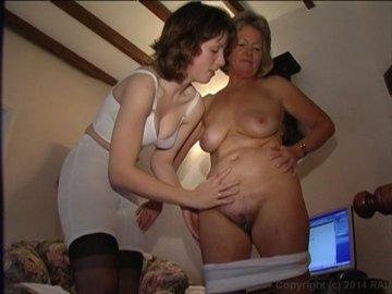 Hairy milf pussy rub