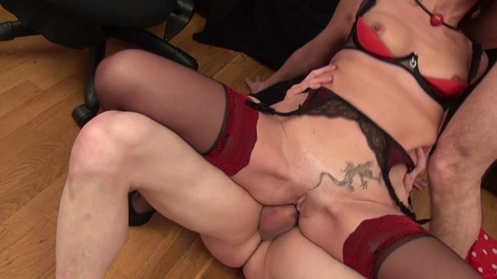 Streaming porn video still #1 from Mariees infideles