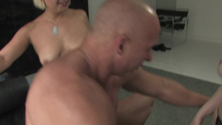 Streaming porn video still #1 from Ficken Im Fotostudio