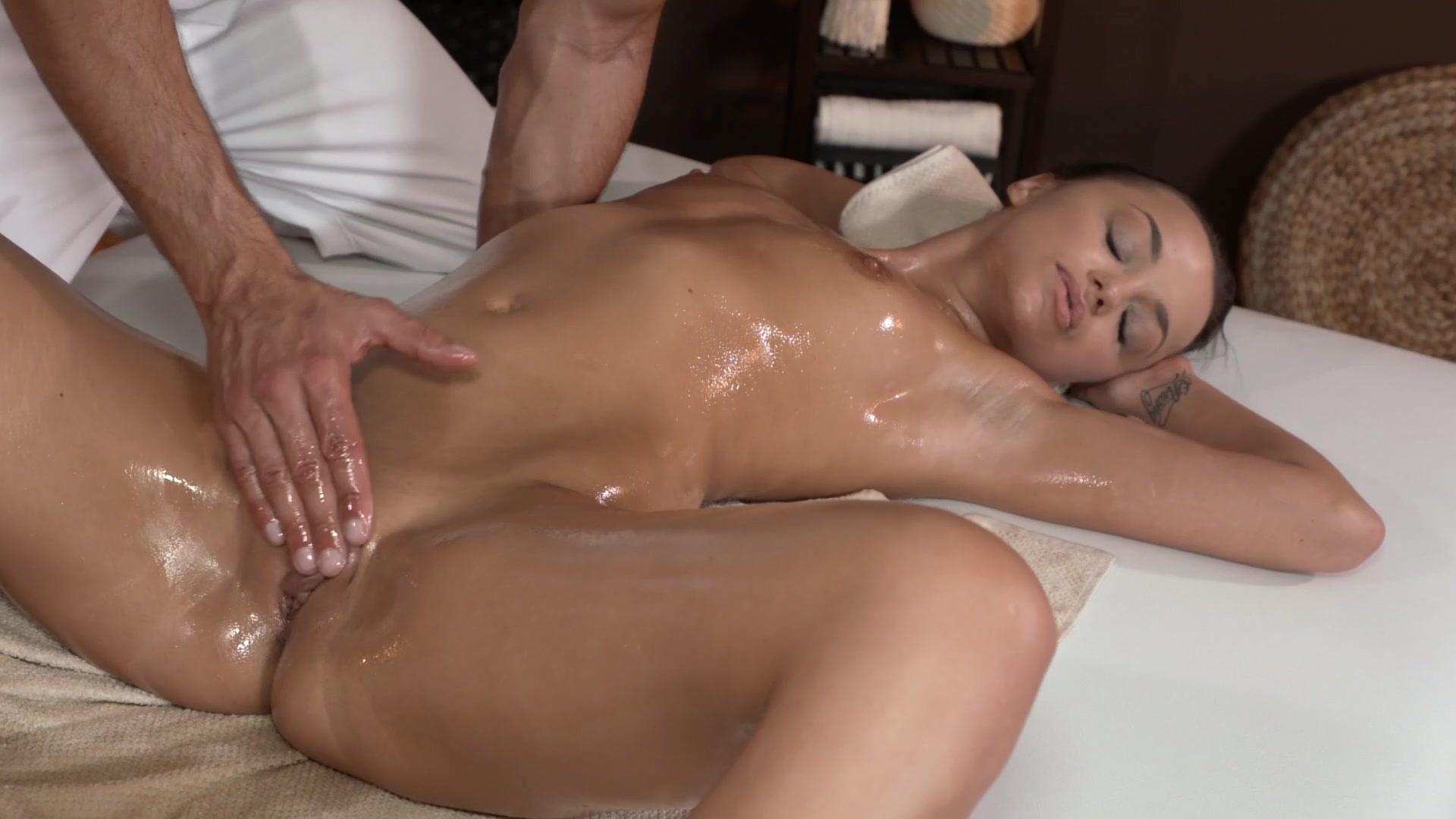 вот этом женский оргазм от массажиста порно хотелось