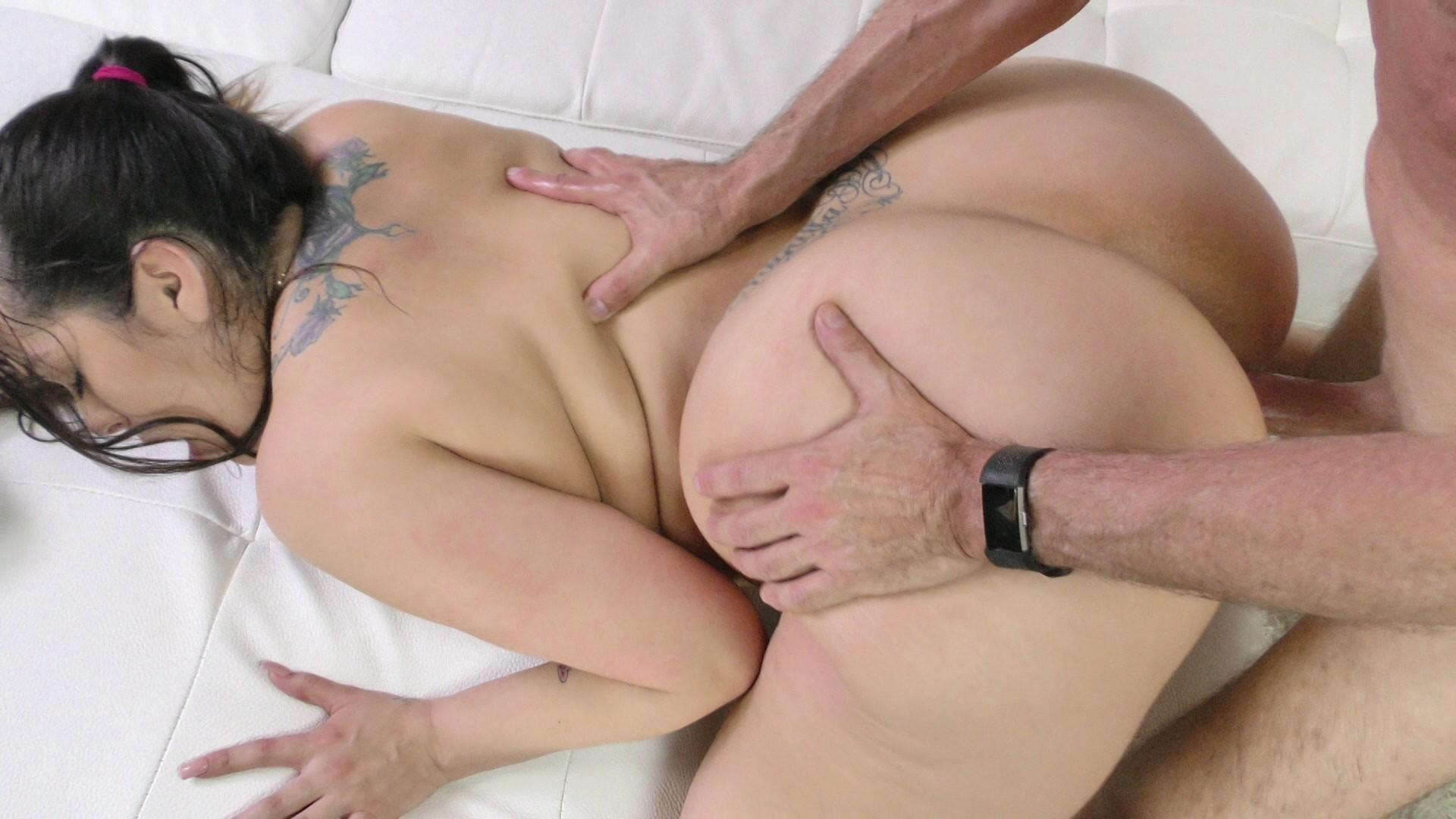Alicia Starr Gets Her Big Butt Massaged  Glazed With Warm -5605