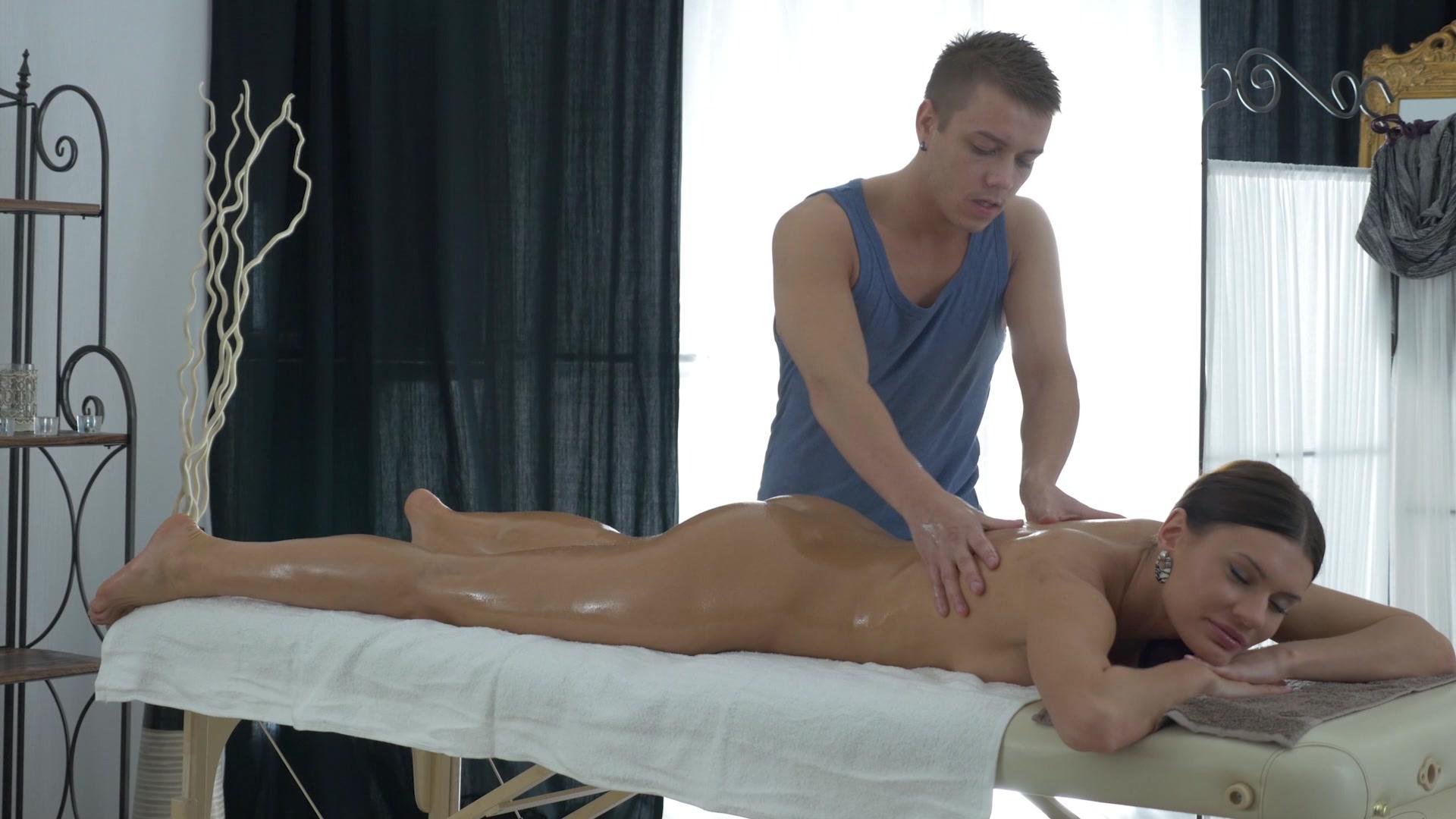 массаж наголо видео