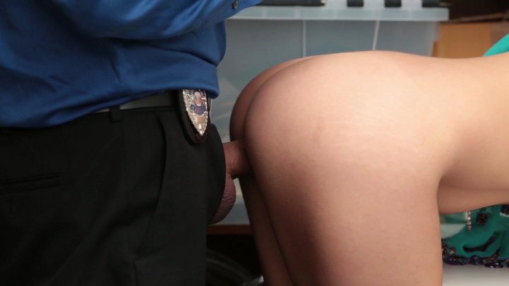 Streaming porn video still #2 from ShopLyfter 3