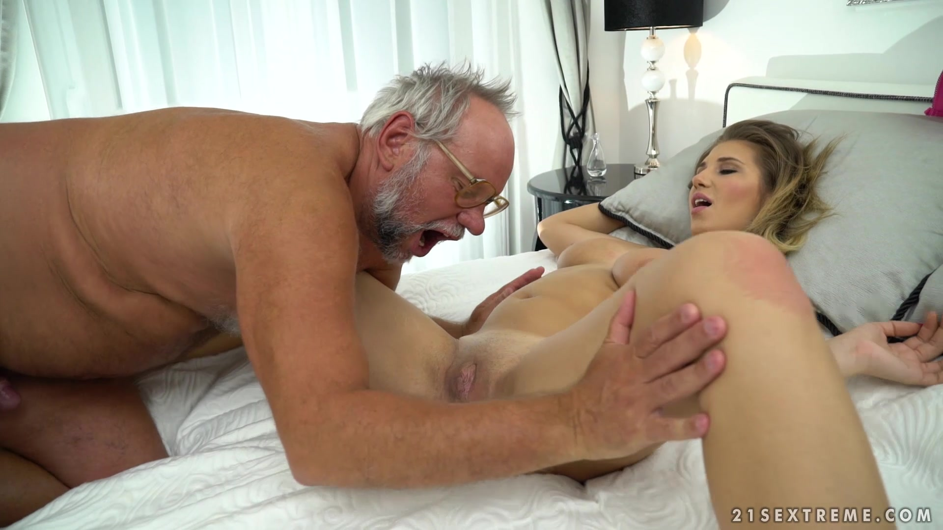 Gorgeous blondie squirts on old man's face and swallows his cum
