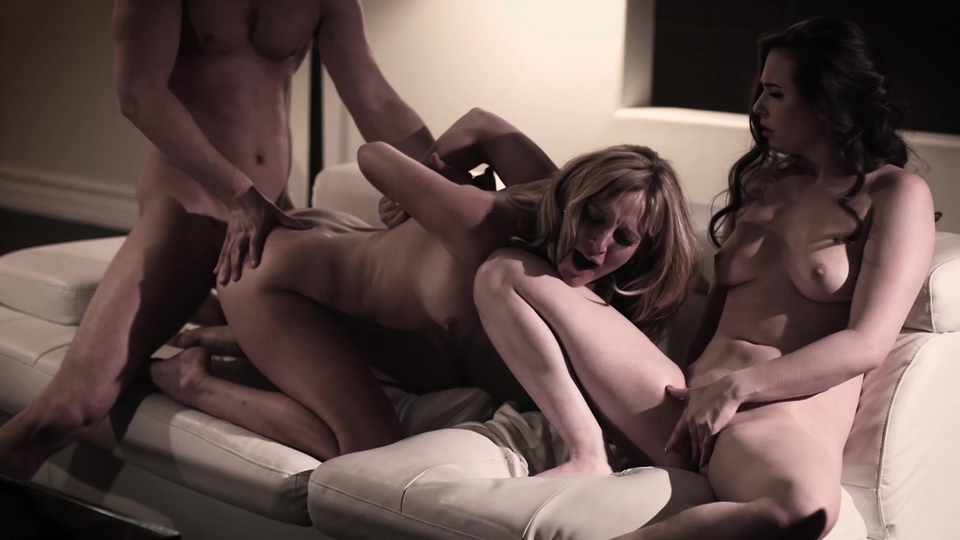 T threesome with heshes 15
