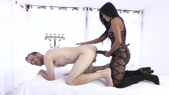 Streaming porn video still #4 from Strapdomme 3: Back To The Pegging