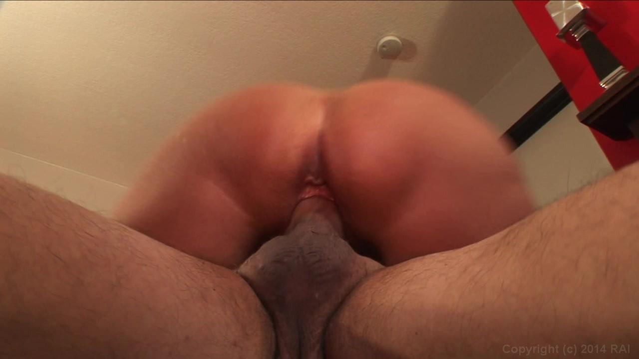 https://caps1cdn.adultempire.com/o/2437/3840/1710617_02650_3840c.jpg