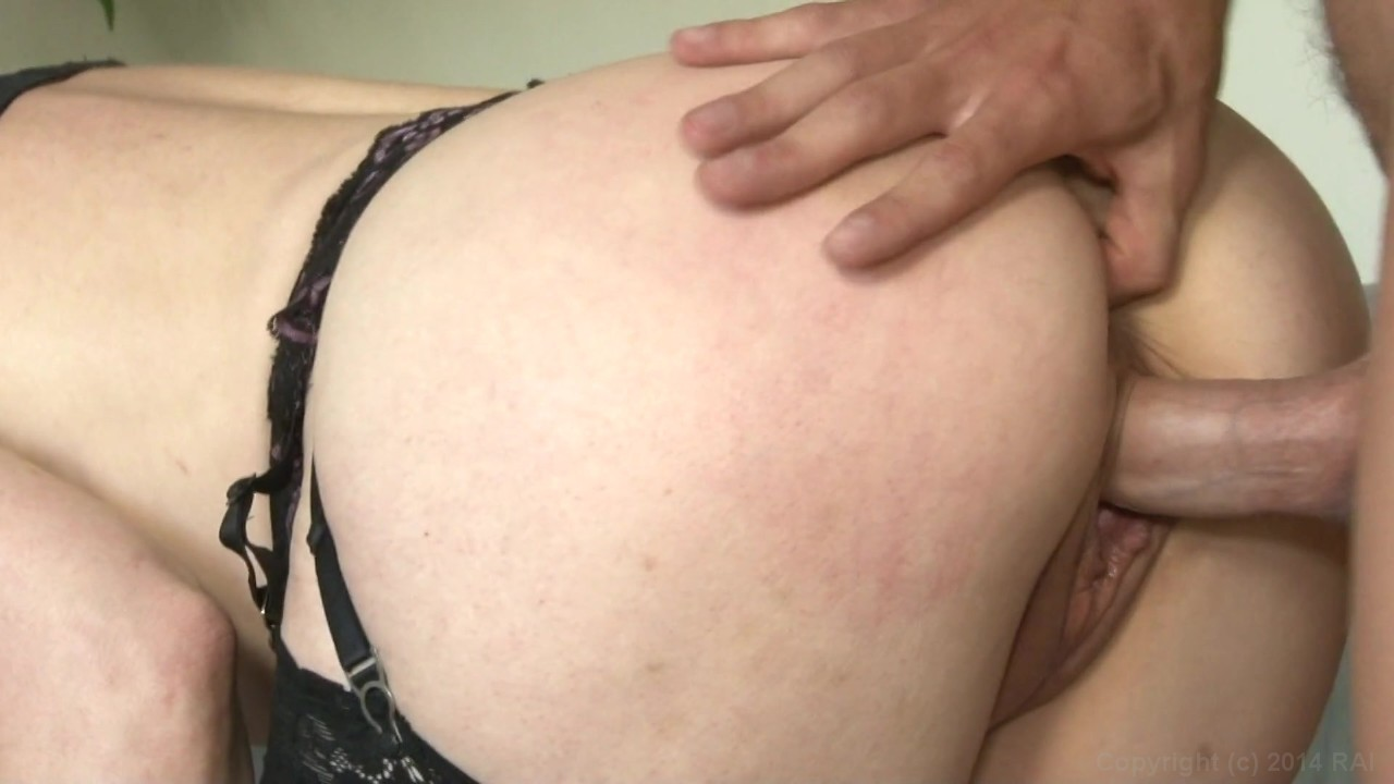 https://caps1cdn.adultempire.com/o/2437/3840/1710617_08470_3840c.jpg